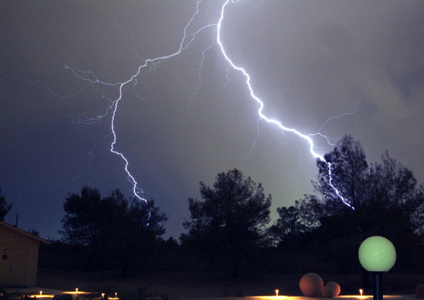 Lightning_over_the_patio_a_1